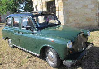 Carbodies taxi 80 vert