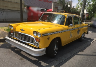 Checker Taxi New Yorkais 1974 Jaune