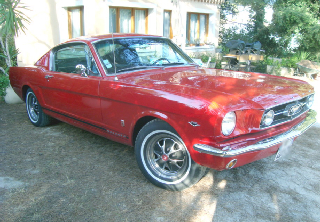 Ford Mustang Fastback 1965 Rouge