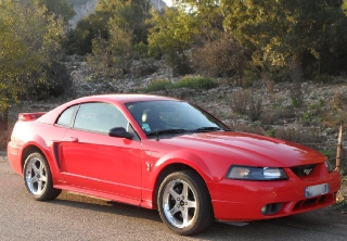 Ford Mustang svt cobra 2001 rouge