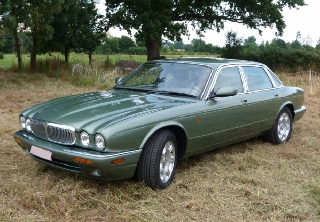 Jaguar XJ8 Sovereign 1999 vert clair
