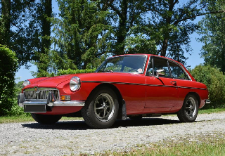MG B GT 1970 rouge