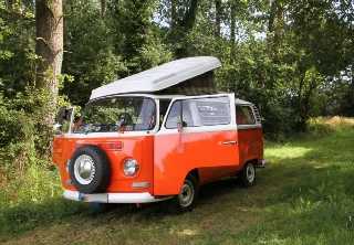 Volkswagen T2 BayWindow 1972 Orange et blanc